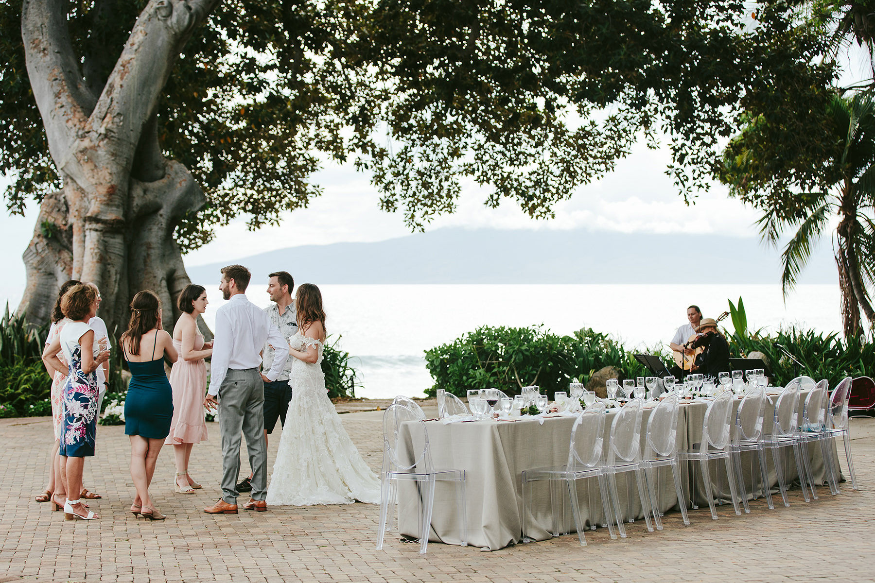 cocktail hour at a micro wedding at Olowalu Plantation House Maui